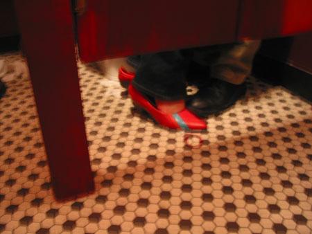 2003_6_magicianbathroom2.jpg